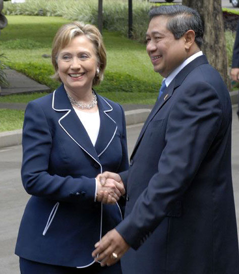 Secretary Clinton with President Susilo, Feb 19, 2009