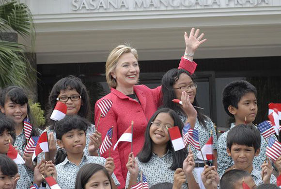 Hilary Clinton welcomed by Mentang Elementary School 1, Fen 18, 2009
