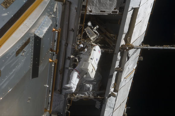 Discovery STS-119 second spacewalk, March 21, 2009