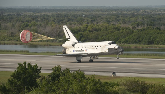 Space Shuttle Discovery STS-131 Landed in Florida 美国发现号航天飞机STS-131安全返回地球