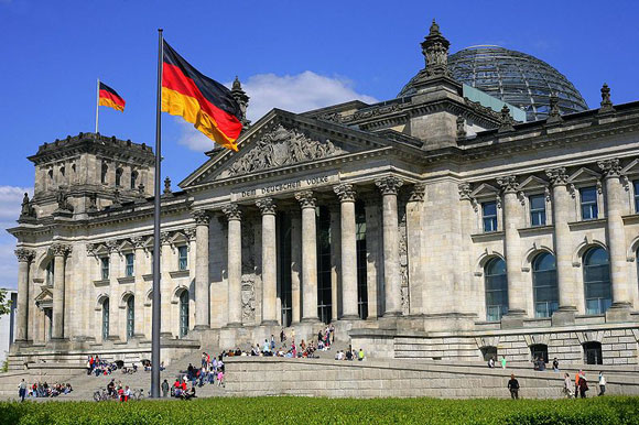 德国国会大厦, The Reichstag building in Berlin is the site of the German parliament